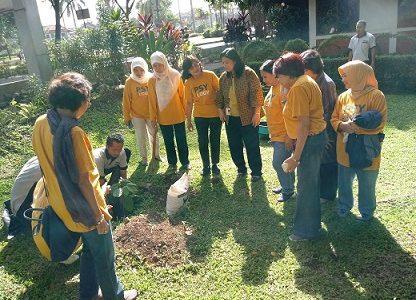 Penyerahan 6 Pohon oleh Alumni FPsi UI Angkatan '78